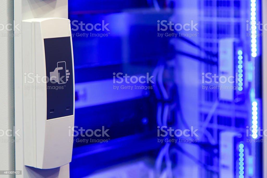 Der Terminal Access Türen Auf Einem Blauen Hintergrund Beleuchtung ...