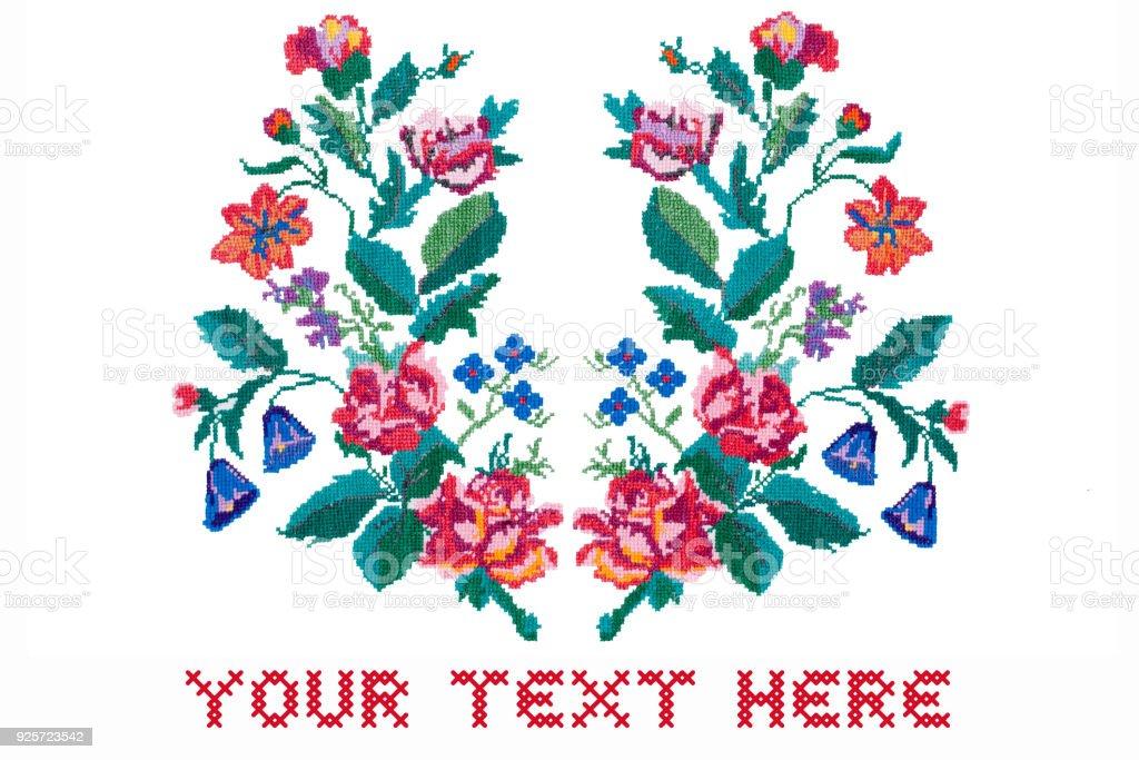Cartão com espaço para texto. Bordados de flores sobre fundo branco - foto de acervo
