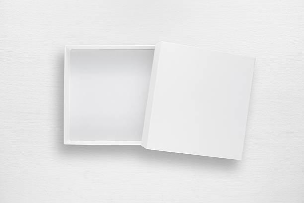cardboard box with cover on white table - puste pudełko zdjęcia i obrazy z banku zdjęć