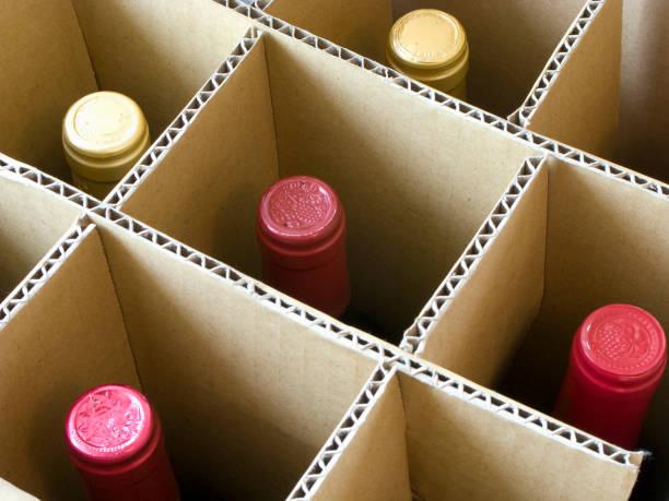 kartong med vin - wine box bildbanksfoton och bilder