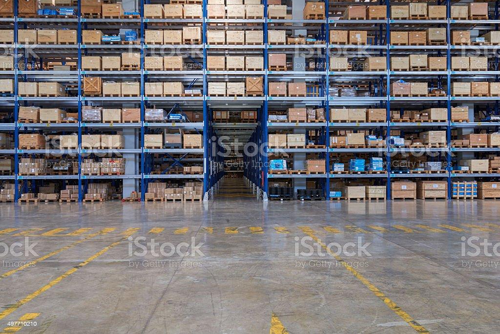 Karton Kartons auf den Regalen im warehouse – Foto