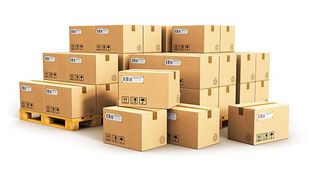 Boîtes en carton sur les palettes d'expédition - Photo