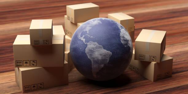 Papp-Umzugspakete und Erdkugel auf Holz-Homefloor. 3D-Illustration – Foto