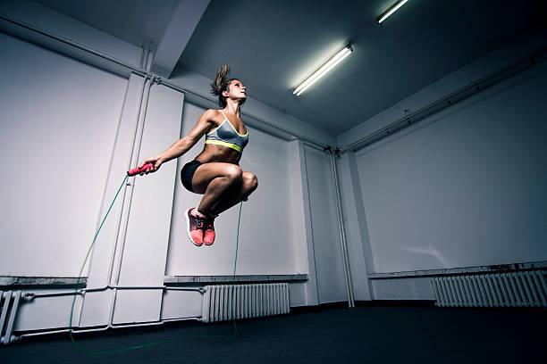 herz-kreislauf-training - schlanke waden stock-fotos und bilder