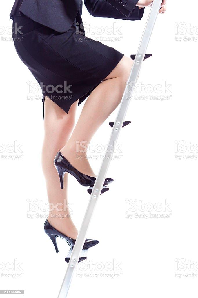 Karriere und Business Frau Klettern die Karriereleiter auf weißem Hintergrund – Foto