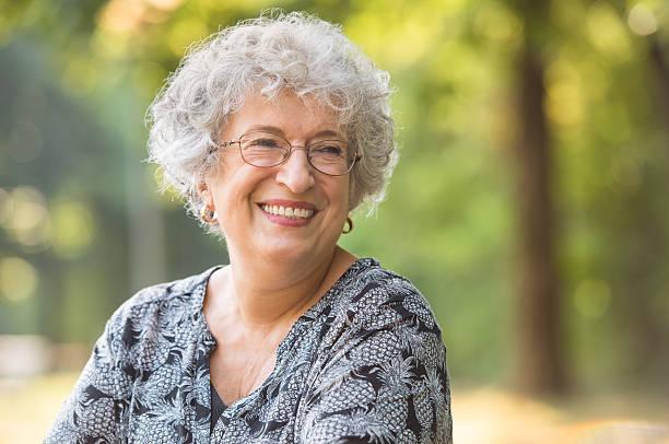 carefree elderly woman - mujeres mayores fotografías e imágenes de stock