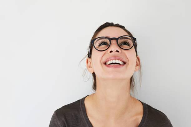 carefree girl in specs - guardare in su foto e immagini stock