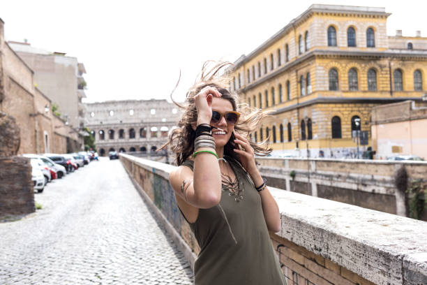 carefree young woman having fun and walking in rome - alta moda italy foto e immagini stock