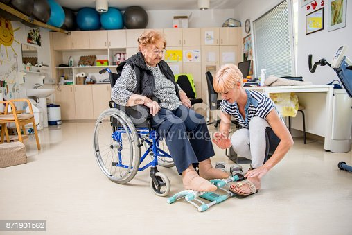 912333752 istock photo Caregiver Helping Senior Woman With Phisyotherapy Exercise 871901562