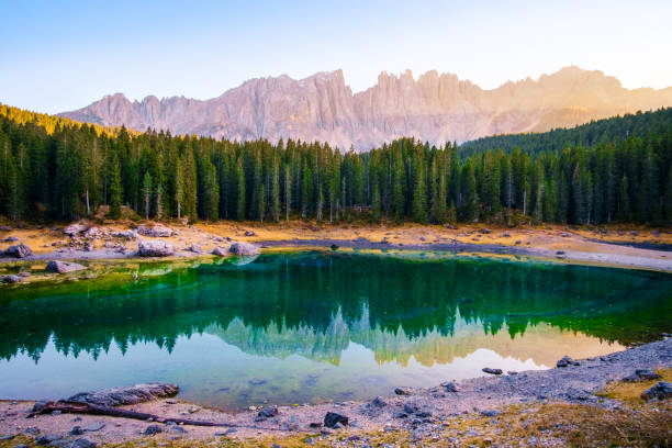 carezza lake in dolomites alps . italy - latemar foto e immagini stock