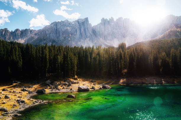 carezza lake in dolomites in autumn, italy. - latemar foto e immagini stock