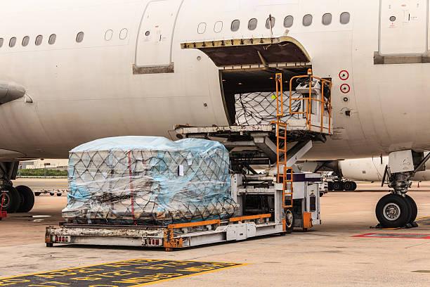 Avión de carga - foto de stock