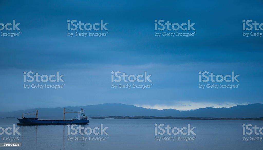 Carga por barco por sí sola, sin carga - foto de stock