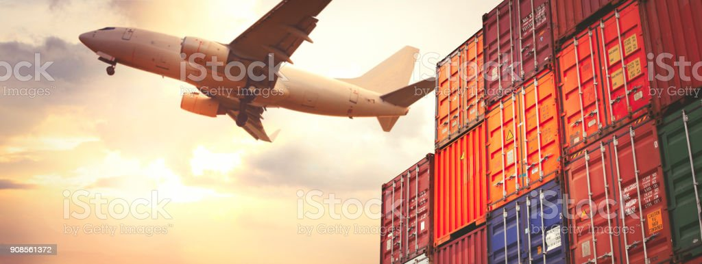 Cargo containers and flying cargo airplane - foto stock