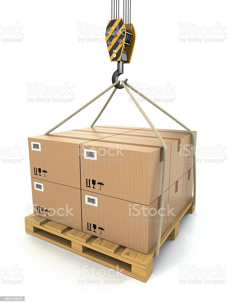 Cargo de entrega.  Paleta con cardboards levantada por una grúa. - foto de stock