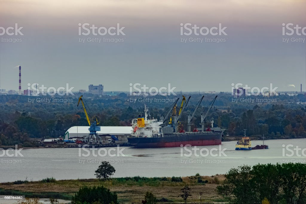 Cargo ship loading foto stock royalty-free