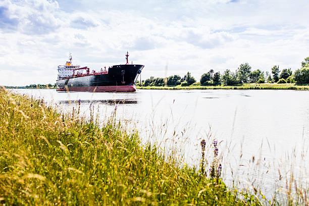 Frachtschiff auf dem Nord-Ostsee-Kanal stock photo