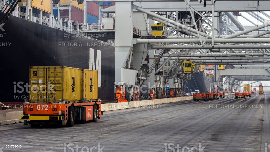 Shipping Container-Hafen Frachter. – Foto