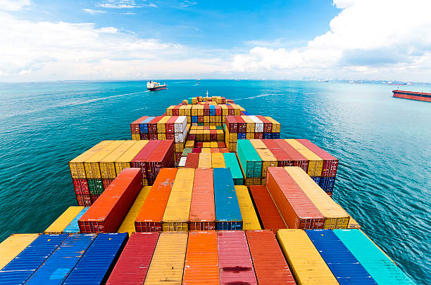 navios de carga entrando o mais movimentado porto-cingapura. - recipiente - fotografias e filmes do acervo