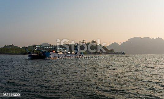 Cargo Ships - Stockowe zdjęcia i więcej obrazów Azja