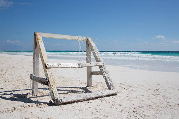 caribbean beach with wooden football cage - mexico tulum - futebol de areia - fotografias e filmes do acervo