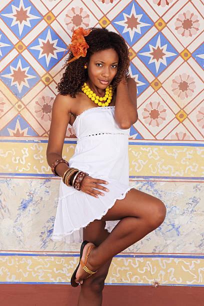 belleza del caribe - mujeres dominicanas fotografías e imágenes de stock