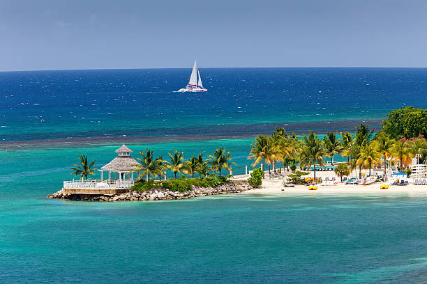 caribbean inlet to ocho rios, jamaica - ruth stok fotoğraflar ve resimler
