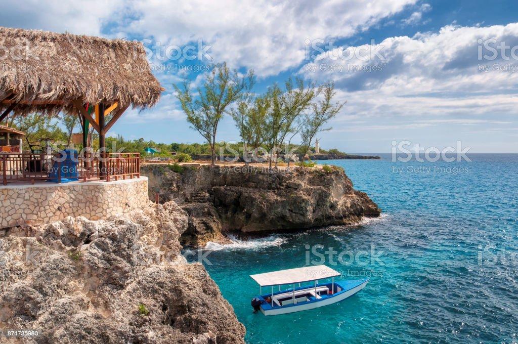 Caribe playa rocosa en Negril, Jamaica - foto de stock