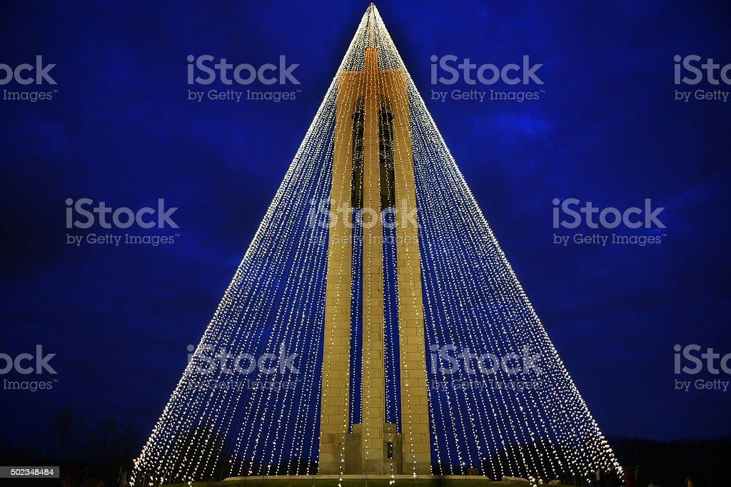 Carillon campanile con luci di natale notturno orizzontale hdr