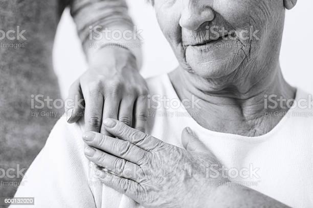 Fürsorgliche Über Oma Stockfoto und mehr Bilder von Schwarzweiß-Bild