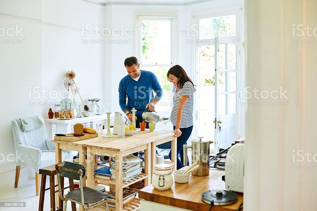 Caring husband serving coffee to pregnant wife Стоковые фото Стоковая фотография