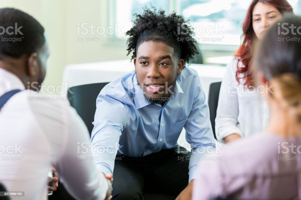 Soigner les patients de la santé mentale des hommes confort professionnel - Photo