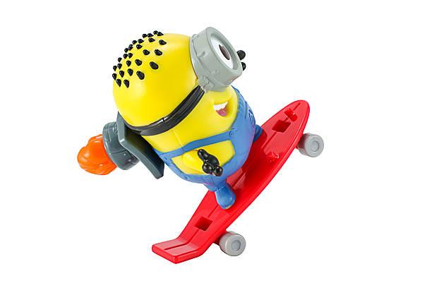 carl rocket minion spielzeug - minion thema stock-fotos und bilder
