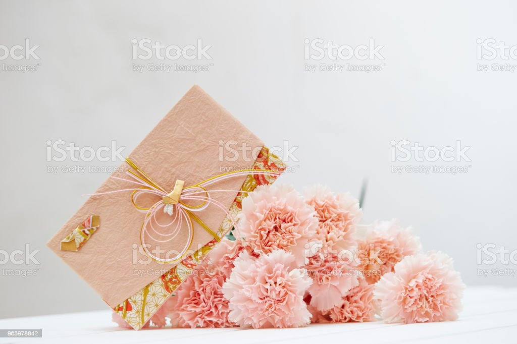 Carnation with envelope - Royalty-free Beauty Stock Photo