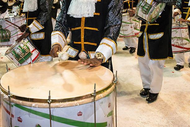 carnaval 2016 - sambatrommeln stock-fotos und bilder
