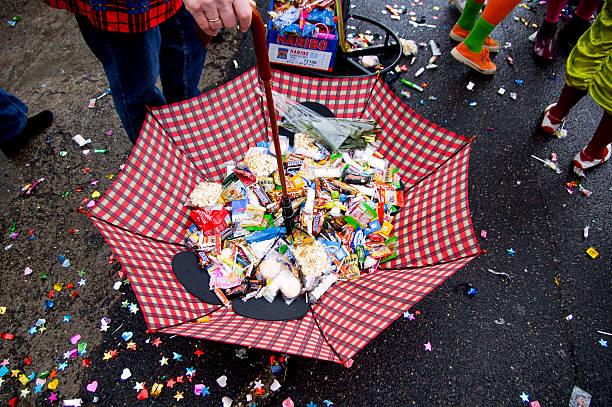 karneval in köln - karnevalskostüme köln stock-fotos und bilder