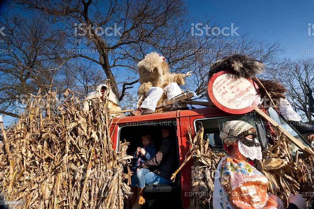 Carnaval voiture avec masker au'Busojaras' - Photo