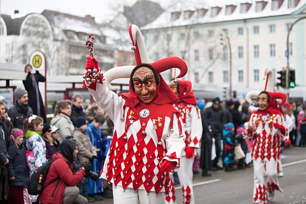 karneval feier in freiburg, deutschland - fasnacht stock-fotos und bilder