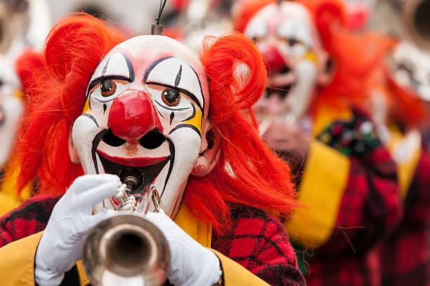 carnival clowns beim trompete - fasnacht stock-fotos und bilder