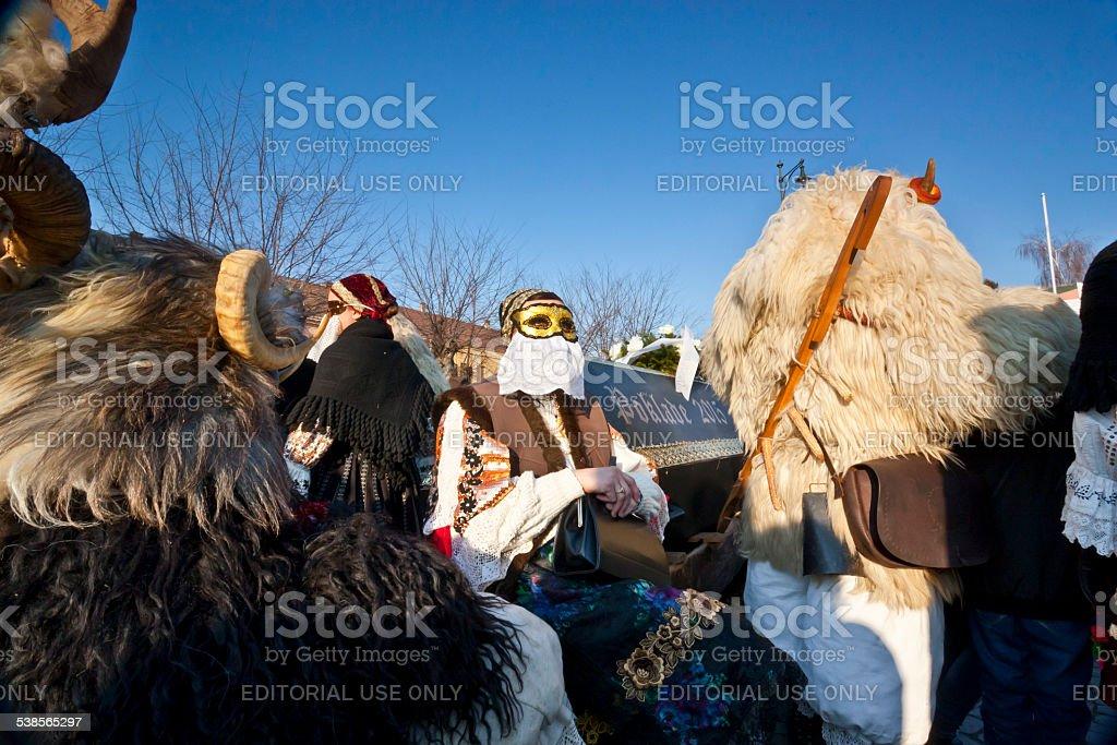 Carnaval Cercueil avec maskers au'Busojaras' - Photo