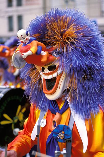 karneval in basel, schweiz - fasnacht stock-fotos und bilder