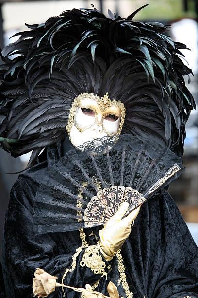 karneval maske: schwarz mit queen-size-bett - rosa camo party stock-fotos und bilder