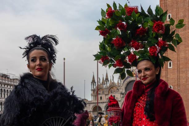 karnevalsmasken von venedig - rosa camo party stock-fotos und bilder