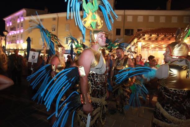karneval auf cres island - cro maske stock-fotos und bilder