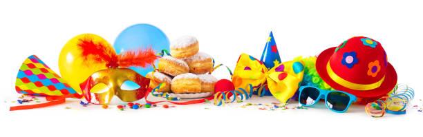 karneval oder party mit donuts, luftballons, luftschlangen und konfetti und lustiges gesicht - karnevalskostüme köln stock-fotos und bilder