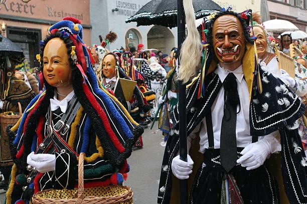 carnival parade in rottweil, deutschland - fasnacht stock-fotos und bilder