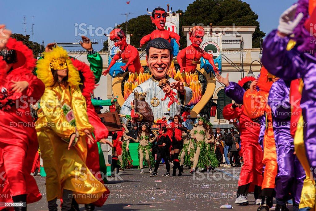 Carnevale Putignano :  Float. Italiano politico : Matteo Renzi. Italia (Apulia - foto stock