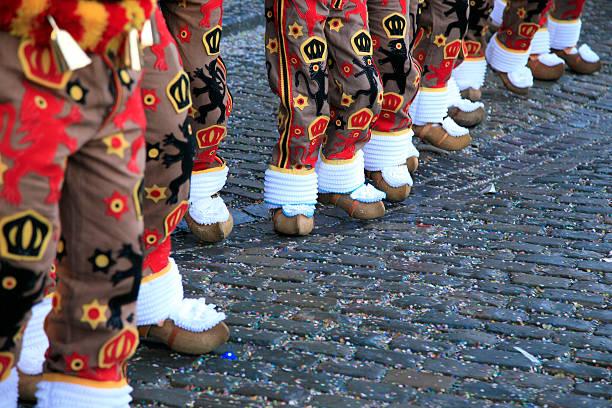 Karneval: das Gilles Ankunft am Grand Place der Binche – Foto