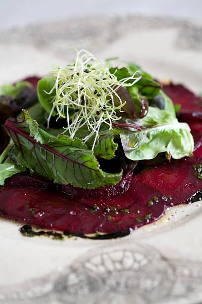 carpaccio rote-beete-salat - carpaccio salat stock-fotos und bilder