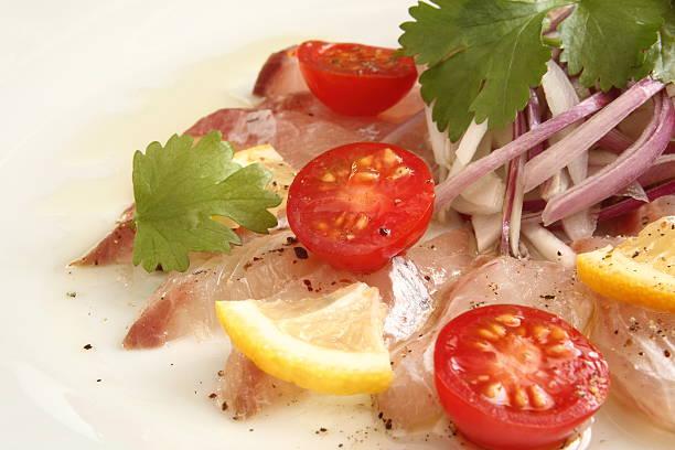 carpaccio, den sashimi-salat  - carpaccio salat stock-fotos und bilder
